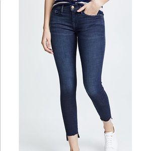 FRAME Le Skinny de Jeanne Distressed Skinny Jean
